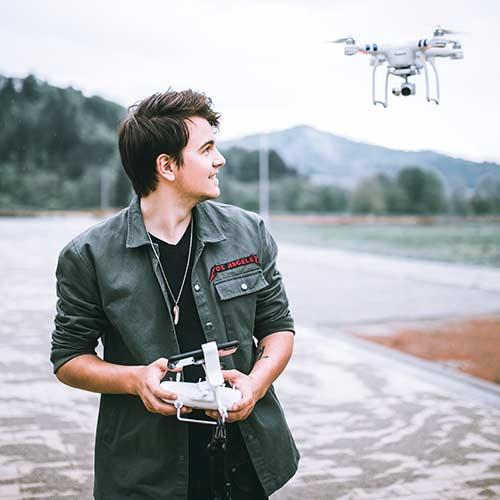 Hochzeitsvideograf mit Drohne